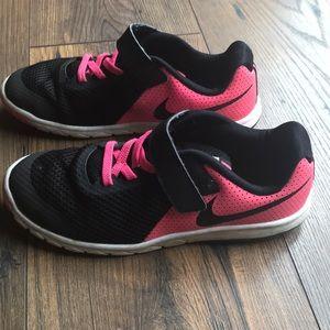 👟 Girls Nike Shoes size 2